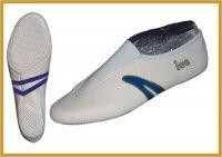 IWA Kunstturn-Schuh mit blauem Streifen